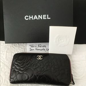 CHANEL Camelia Zippy Wallet, dyed black, pink int